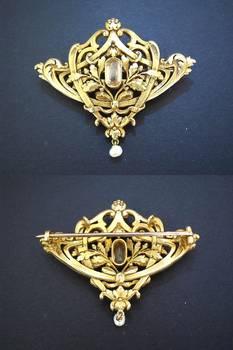 Art Nouveau Hand Carved Gold brooch 18K RARE